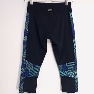 Marika Tek Abstract Side Capri Crop Leggings small